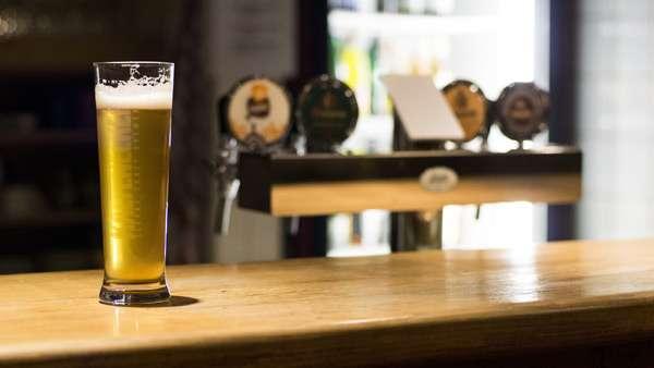 Bierglas in der Kneipe